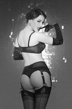 Why I love stockings and garters!