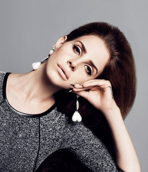 loveyourmakeup:  Lana Del Rey  She is the queen of winged eyeliner.