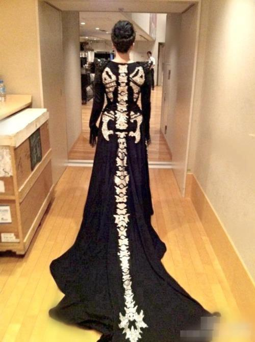 spookypuke:  ME AND KAYLYNS WEDDING DRESS