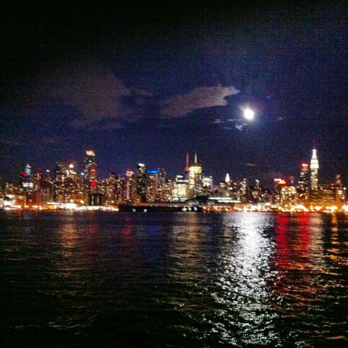 New York at night. 🌃🗽
