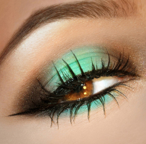 An emerald eye look from Loredana E.!
