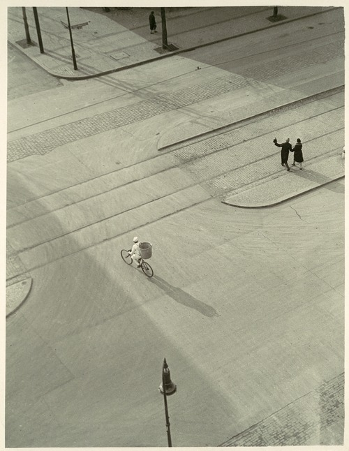 Moholy-Nagy László: 7 A.M. New Year's Morning, ca. 1930