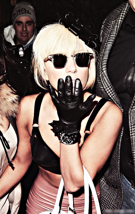 wannagaga:  5/50 candids of Lady Gaga from 2009