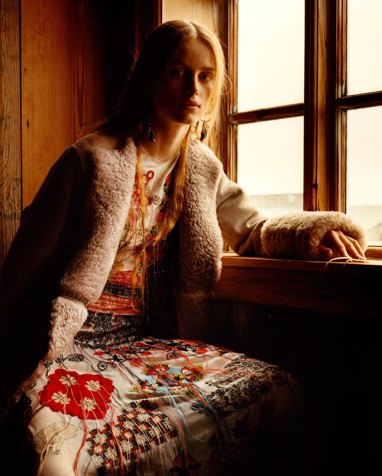 Rianne Van Rompaey - Alexander McQueen Fall/Winter 2017-2018 Part 1