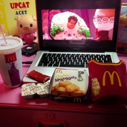 8mcdo! 🍟 While watching Wreck-it Ralph. 💕 Midnight Snack kaya payat :) 💋😂👍