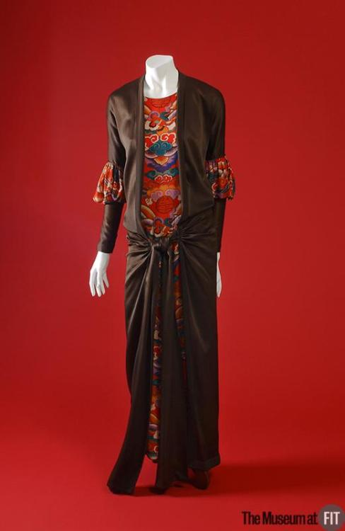 Evening ensemble 1924 This evening set consists of a long sleeveless sheath in printed silk crinkle crepe and a satin overdress.