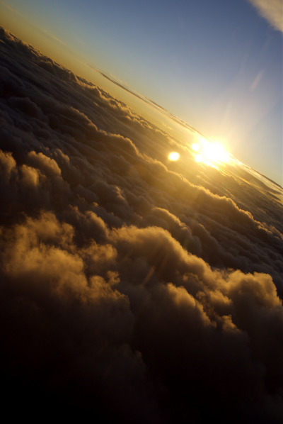 mystic-revelations:  Sunrise above the clouds (by rmneuman)