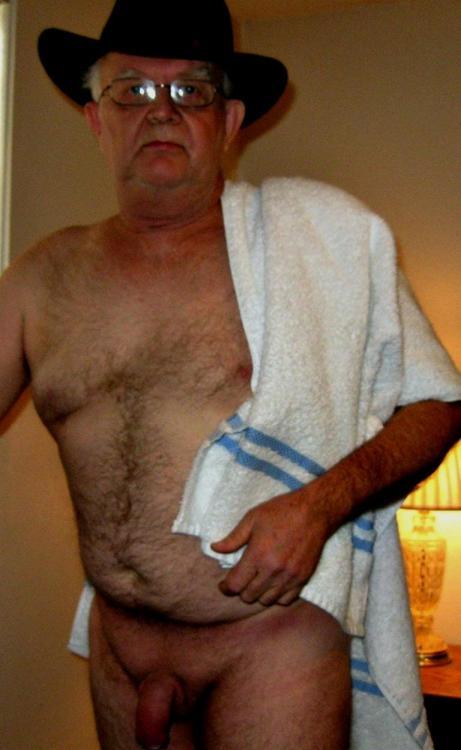 fundoshioyaji:nudedadsandjewelry:Grampa sexCUTE DADDY!!! NICE!!