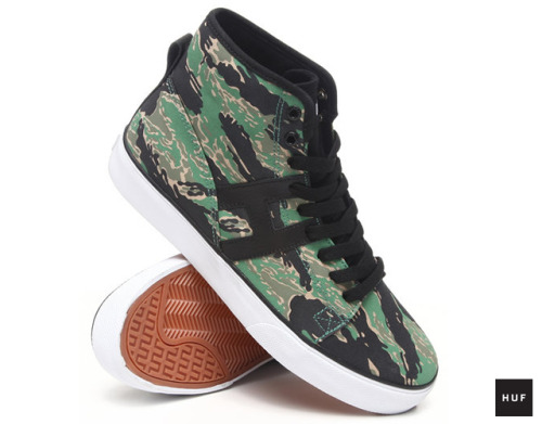 rawbdz:  Hupper Tiger Camo, the sneakers signed Huf San Francisco. Via TheMAG.it