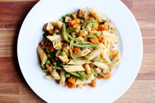 tobefre-ed:  A whole wheat penne, tofu, carrot, green bean, pea, soy sauce stir fry. I love pastaaaa!