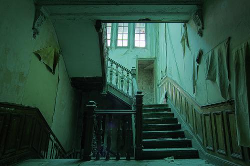 "czern:  URBEX - Villa du Ramoneur: Green stairs - (- Frank et son ""RƏBƏL"")"