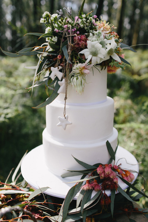 A beautiful Australian Christmas wedding cake with native flowers.