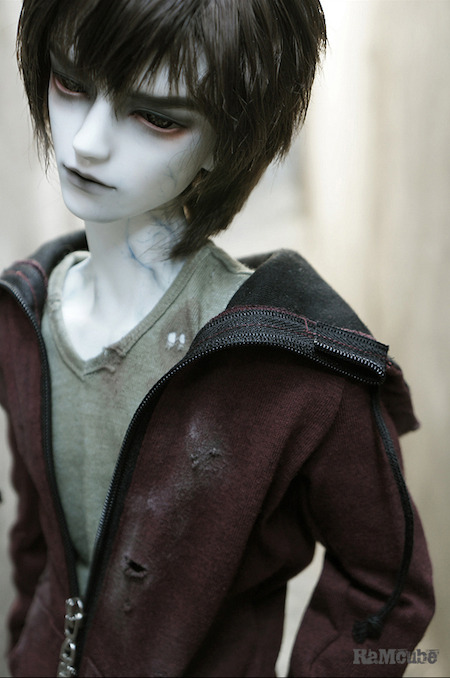 "dollstowishfor:  65cm RaM65 - ""Benizakra R, Zombie"" March 22 ~ April 22 Benizakra comes with a pair of acrylic eyes (random colour) Resin Options: normal or white skin resin Additional Options: zombie face-up, partial or full body blushing, special ""zombie"" blushing of hands and neck  ugh. want!"