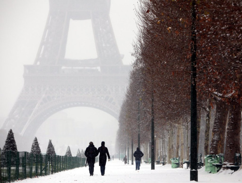 cornersoftheworld:  Snow in Paris (by Siddharth Nagi)