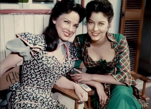 retrogirly:  Kathryn Grayson and Ava Gardner