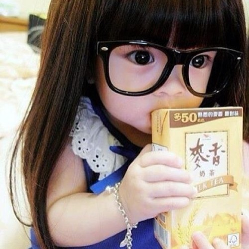 WAAAAAH!!!! She's so adorbs! My future bebe ! 👶 #shesocute