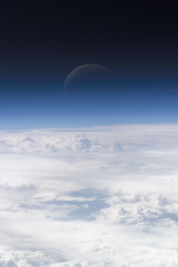 plasmatics-life:  Earth's atmosphere breathes in and out cosmosmagazine.com