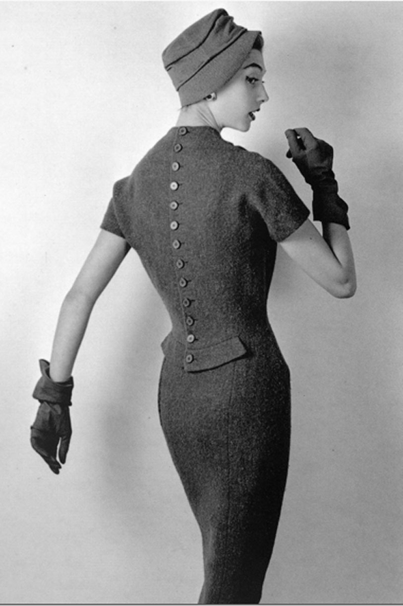 iconoclassic:  theniftyfifties: Moel wearing a dress by Nina Ricci, 1955. Photo by Philippe Pottier.