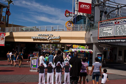 The Japanese Guerilla Paparazzi World Tour:  JGP at Universal Studios Florida  read more about the Japanese Guerilla Paparazzi project: sometimes they shoot back
