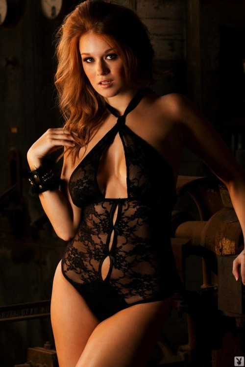 Leanna Decker Looks Sexy in Lacy Black Lingerie