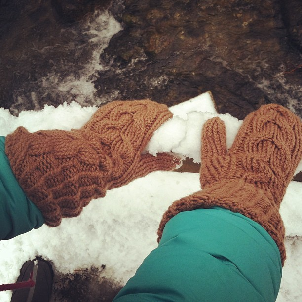 My Bella (#twilight) #mittens. #knitting #cables #wool Ravelry: http://ravel.me/CarlaYarn/nabgs
