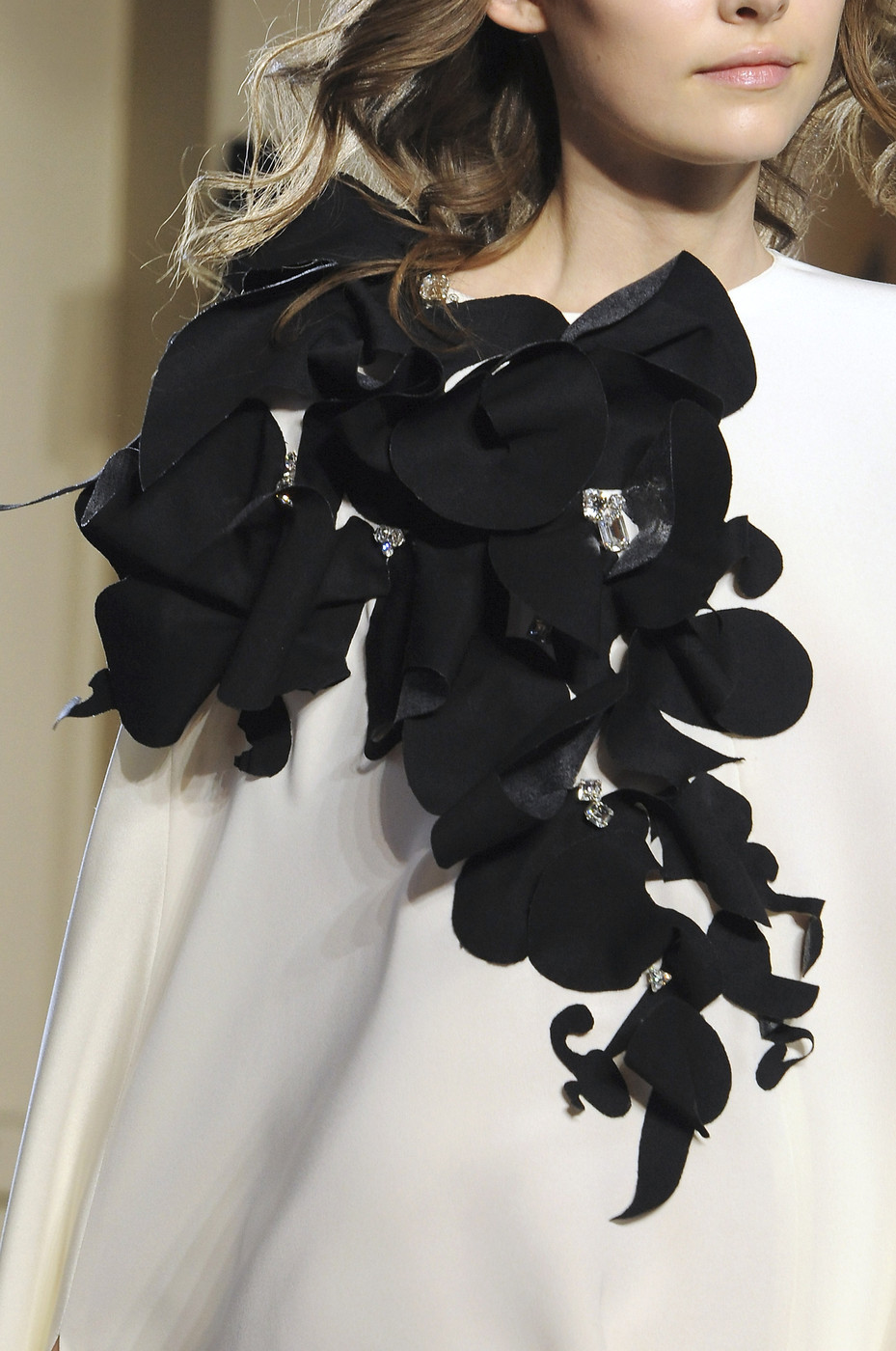 girlannachronism:  Stéphane Rolland fall 2008 couture details