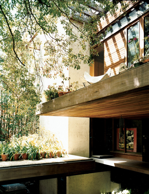 blueberrymodern:  ray kappe residence, pacific palisades, 1967 - photo by joao canziani, dwell magazine sep 2008