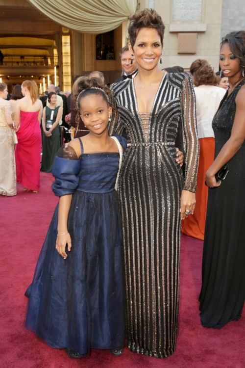 chocolatemakesmesmile:  Halle Berry in Versace and Quvenzhané Wallis in Giorgio Armani (2013 Oscars)
