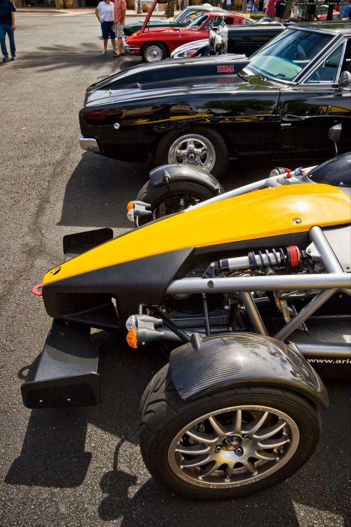 desertmotors:  Ariel Atom and Dodge Challenger   One of these things is not like the other.  Hint:  it's the land-jet poorly disguised as a car.