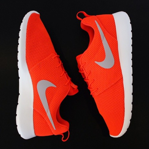 lovekarmaloop:  Nike Roshe Run Crimson - Order Online at the Nike Store