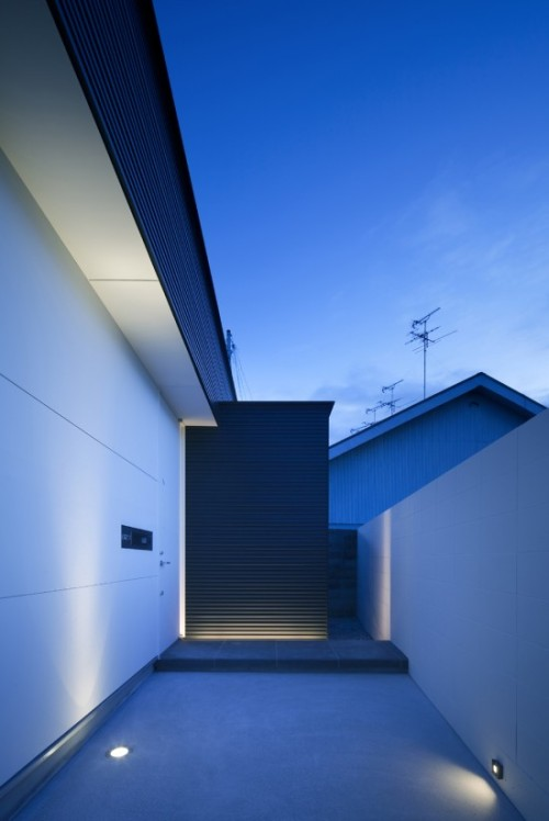 life1nmotion:  House in Sakai by NRM Architects Office