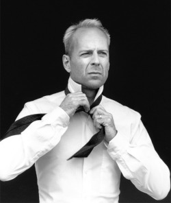 piccmag:  Bruce Willis Black and White