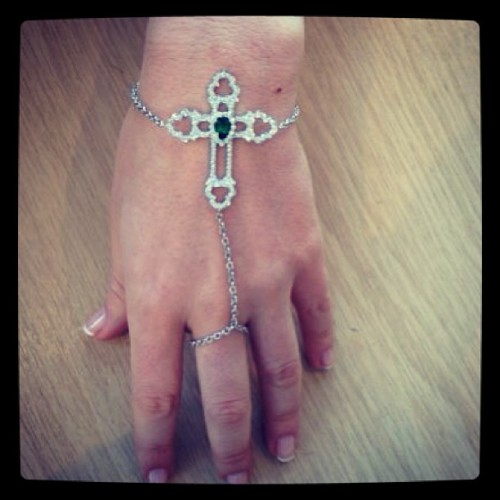 Believe or not. 18k white gold bracelet/ring. We love! #ring #diamond #london #tsavorite #diamonds #jewellery #finejewellery #unique #love #instyle #instagram #instaphoto