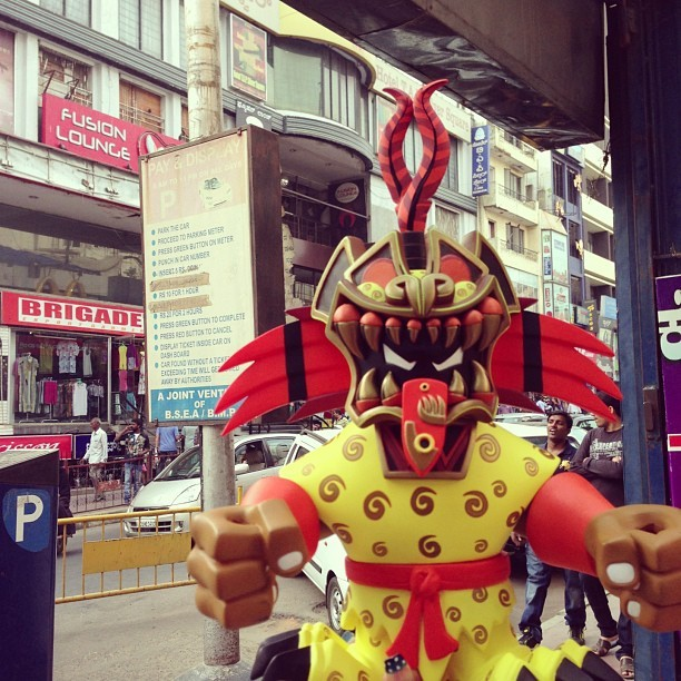Exploring the streets of Bangalore. #jaguarknight #pobbertoys #designertoys #india  (at Nilgiris)