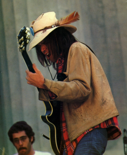 foreverneilyoung:  Neil Young at Berkeley, 1975 Photo by Alvan Meyerowitz