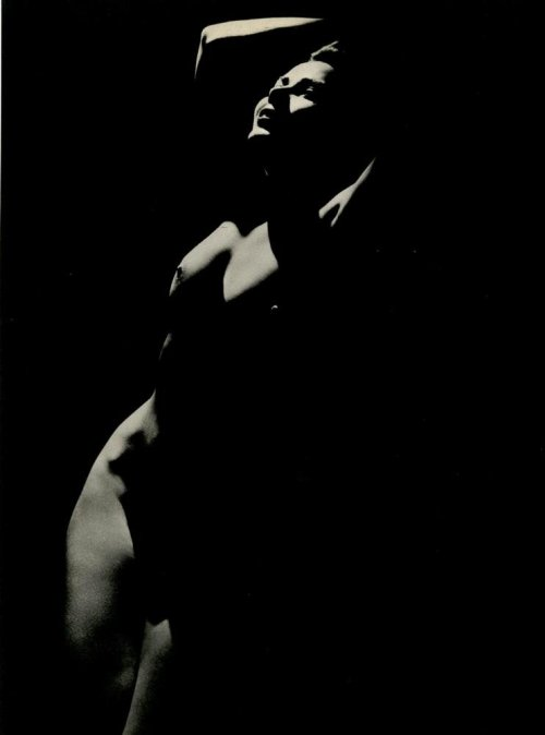 "mapetitemelancolie:  George Hurrell -""Hollywood Chiaroscuro"",1938"