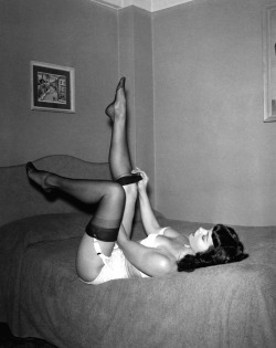 sweethunkoftrash:  I just want to look like Bettie Page … is that too much to ask :(