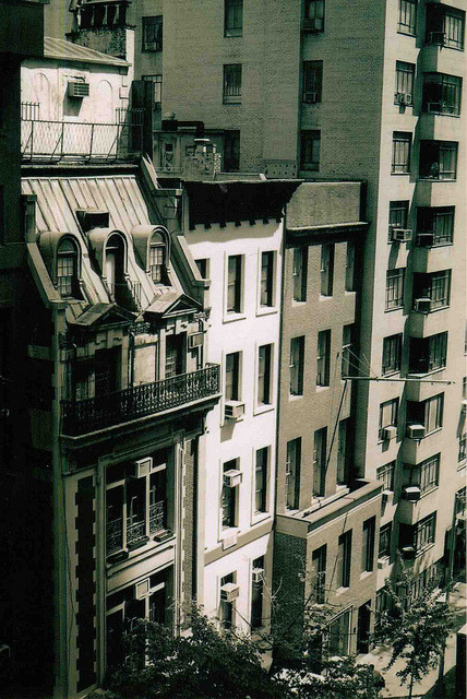 maiabatistaphotograpy:  city street on Flickr.Photo by Maia Batista