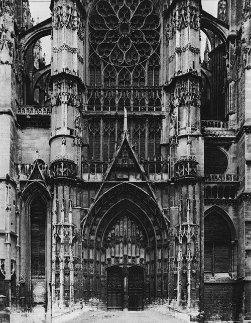passengersgazette:   Gothic architecture / churches in black and white