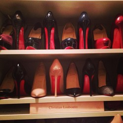 caligurls25:  ♡ more posts like this here http://glittered-louboutins.tumblr.com/ ♡ www.red-and-purple-kisses.tumblr.com Chanel-and-Louboutins.tumblr.com