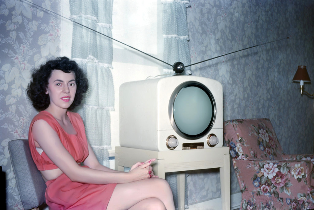 50s Ladies in Kodachromes  Looking back to women… – History e11408b65