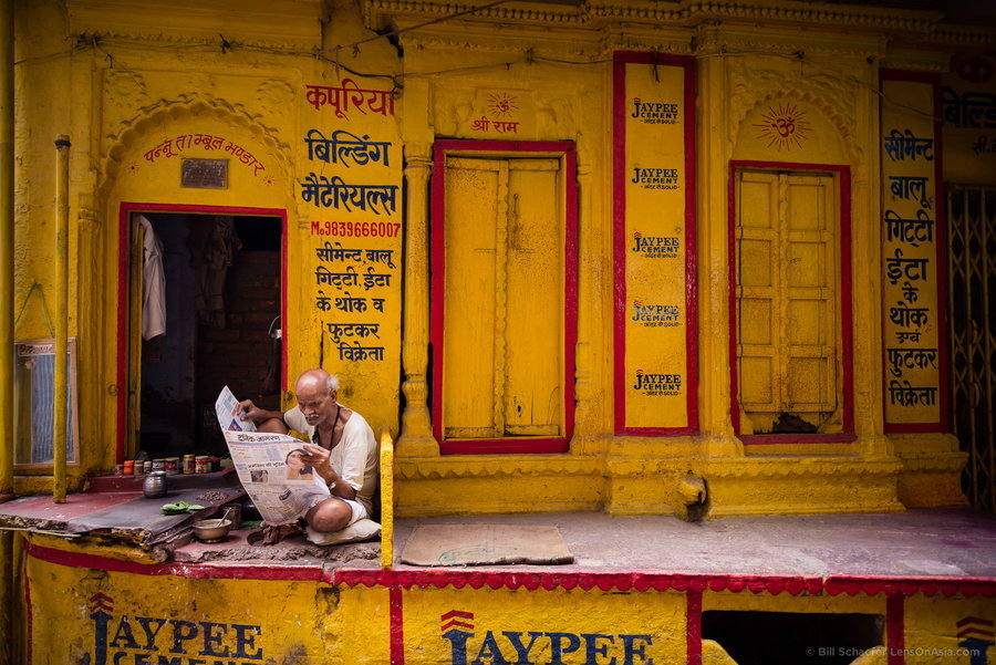 abretumente:  uncommonjones:  Jaypee by Bill Schaefer Varanasi, India  https://twitter.com/claudioandres90