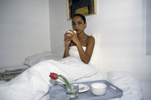 malesoulmakeup:  Sade Adu https://malesoulmakeup.wordpress.com/