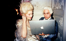 I just LOVE this shot! Kirsten Dunst and Jason Schwartzman mixing a macbook pro and 18th century fashion in Versailles behind the scenes filming Marie Antoinette.