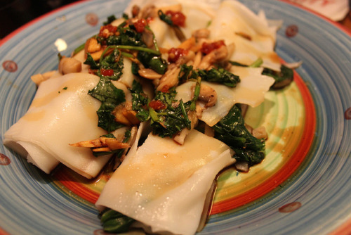 Cooking Experiment: Spinach and Mushroom in Rice Sheets with Ginger Soy Sauce and Cilantro on Flickr.