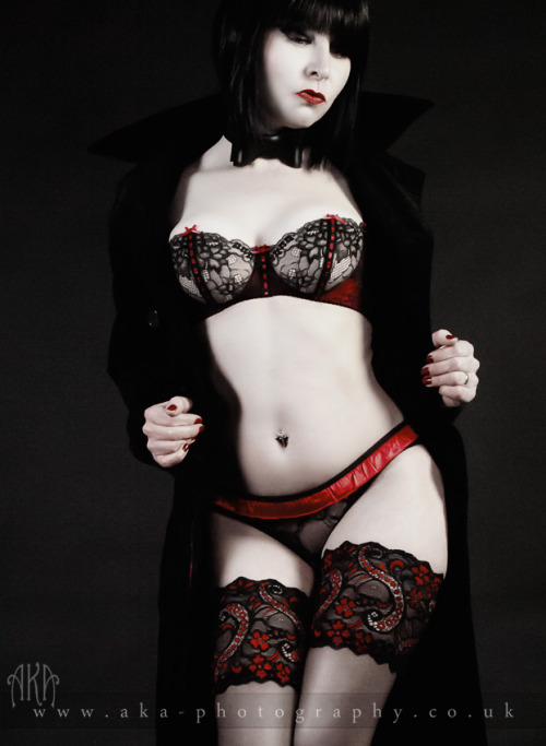 aka-photography:  les dessous chics Le Bourget - Noir/Rouge