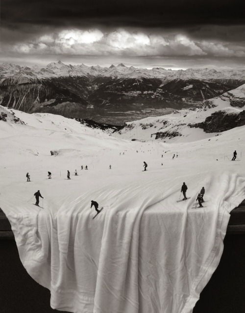 Whimsically Surreal Photo Montages by Thomas Barbéy Pinar, mymodernmet.com Traveling photographer Thomas Barbéy uses his keen, artistic eye to see the world a little differently than the rest of us. Along his travels, Barbéy proceeds to capture a variety of scenic images, still life, and portraiture, mixing and matching…