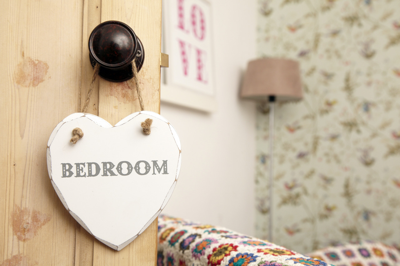Our wooden 'Bathroom' heart plaque only £2.25