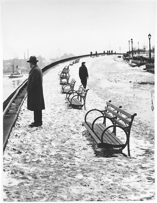 André Kertész River Walk of Carl Schurz Park, 1948 Thanks to firsttimeuser