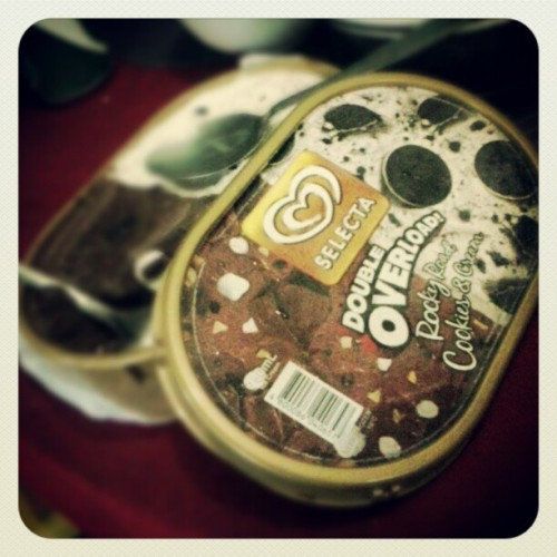 Just treating myself ..  kaon ka ?? tabangi kog kaon. Hehehe #icecream #cookiesn'cream #rockyroad #chocolate #selecta #double #overload